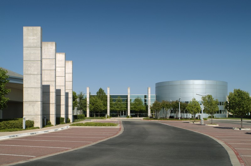 The webb @ jbj is a state of the art high tech facility housing multiple fortune 500 company's data infrastructure. Originally a well worn, windowless regional mall, the building was renovated into this information refinery form. photo by steven vaughn