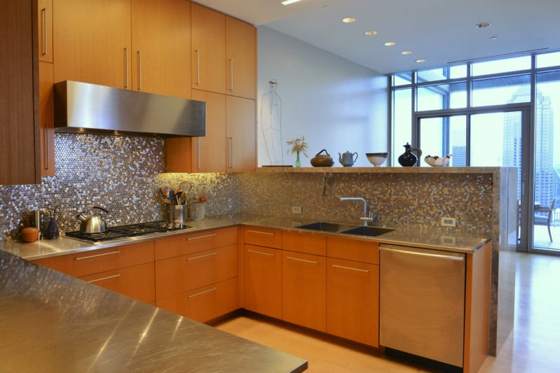 Contemporary kitchen in high rise residence overlooks Dallas Arts District Architect Holly Hall, AIA, CAPS, HPD Architecture  |  Interior Designer Neal Stewart  |  Photo by Michael Hunter