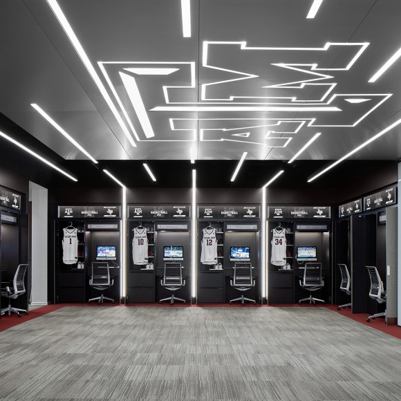 The new Texas A&M University Men's Basketball Student Athlete Center is a dynamic and state-of-the-art facility. Its design is specifically geared towards creating an impactful and memorable tour for the younger audience of recruits visiting the space. Dror Baldinger