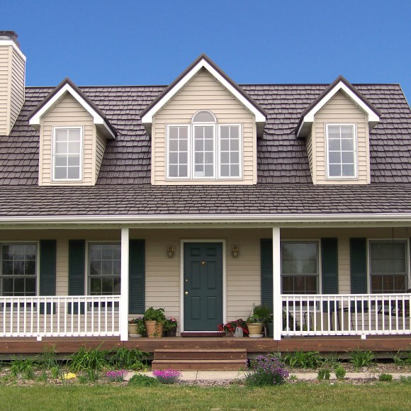 For almost forty years, Country Manor Shake has provided an ideal roofing solution for thousands of homeowners across the globe. This unique product allows homeowners to achieve the look of authentic hand-split shakes while at the same time investing in a lifetime roofing solution.