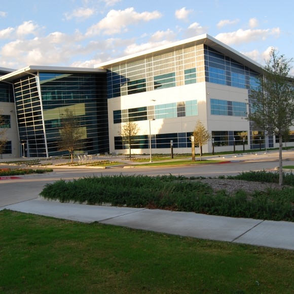 MAXIM Integrated Products - Office Building Expansion - Farmers Branch, Texas | Semiconductor manufacturer Maxim Integrated Products invested more than $22 million to build a research and development facility in Farmers Branch.
