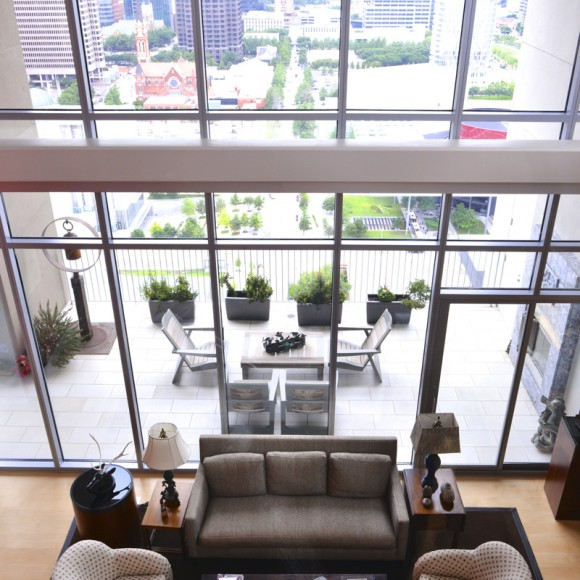 High rise residence overlooking Dallas Arts District Architect Holly Hall, AIA, CAPS, HPD Architecture  |  Interior Designer Neal Stewart  |  Photo by Michael Hunter