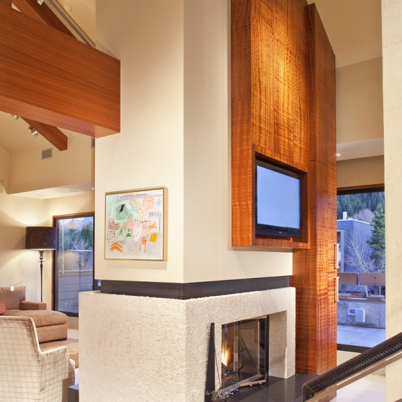 Contemporary 2-sided fireplace in mountain vacation home Architect Holly Hall, AIA CAPS, HPD Architecture  |  Photo by James Ray Spahn