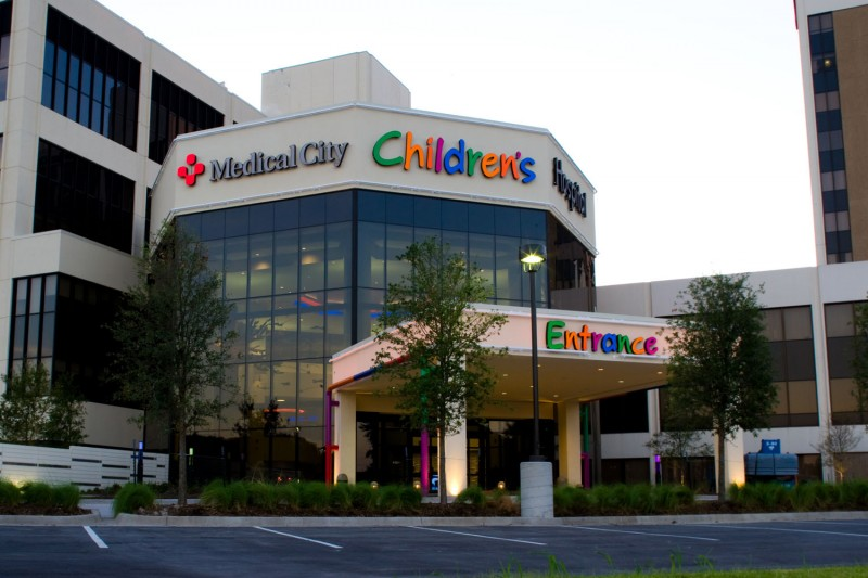 HCA, Medical City Children's Hospital, Dallas, TX. The new four-story atrium filled with color and imagination designates the new entrance; a new seven-story addition was constructed adjacent to the existing North Tower that ties into existing diagnostic and inpatient services on all levels.